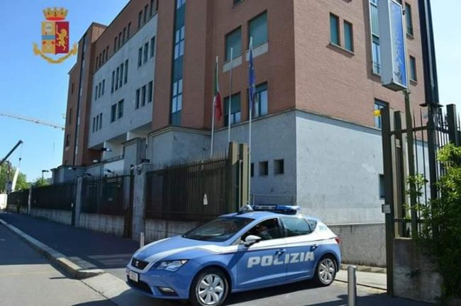 Stalker si presenta in Polizia e viene arrestato
