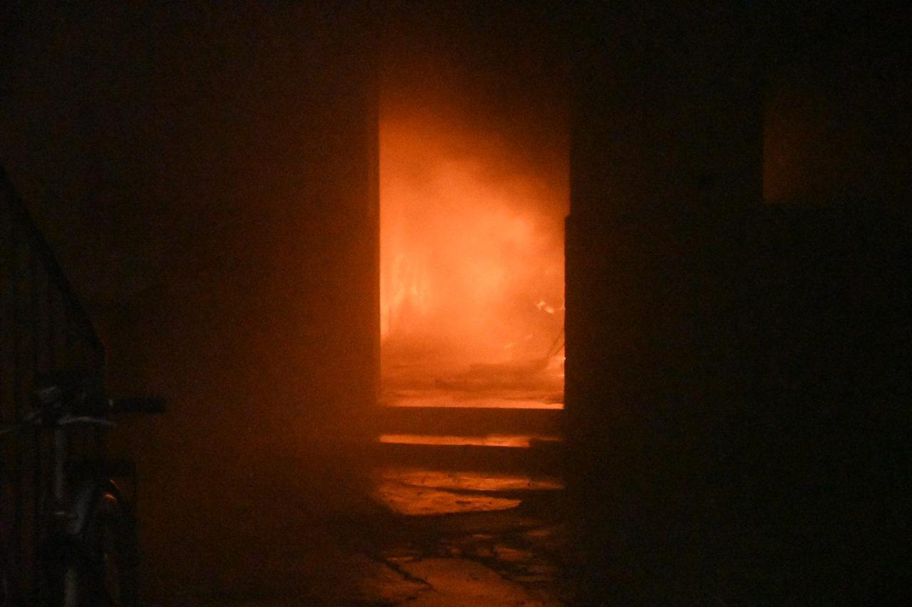 Invendio a cologno monzese via verdi san maurizio al lambro vigili del fuoco in azione