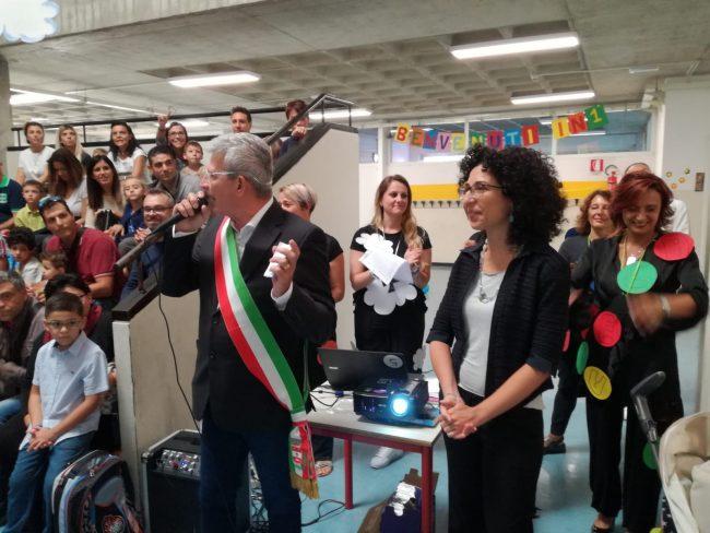 """""""Habemus dirigentem"""", primo giorno di scuola a Bussero con la nuova preside"""