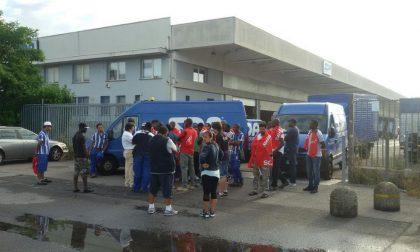 Protesta alla Sda: lavoratori bloccano i camion delle consegne