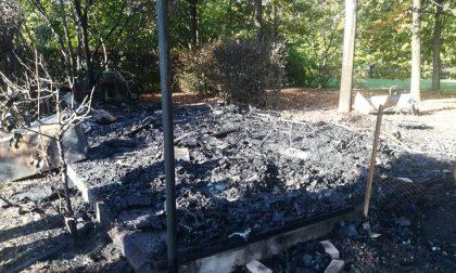Incendiata la casetta dell'Associazione cacciatori a Vimodrone