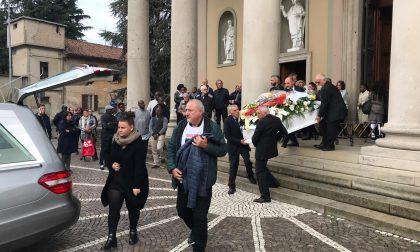 Commozione per i funerali di Sharly la giovane uccisa dal compagno a Pozzo d'Adda