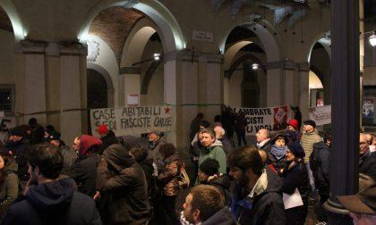 Treviglio, il presidio antifascista diventa un corteo non autorizzato: scontri con la polizia VIDEO
