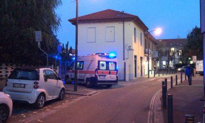 Giovane caduto dal secondo piano, ambulanza a Cernusco