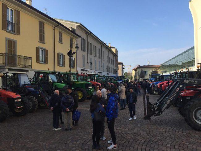 """Giornata del Ringraziamento, i trattori """"invadono"""" le piazze FOTO VIDEO"""