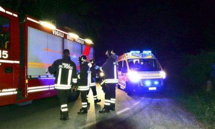 Ciclista investito a Melzo nel cuore della notte, auto ribaltata a Peschiera