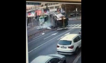 """Incidente filobus-camion Amsa, il guidatore: """"Ho avuto un malore"""""""