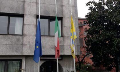 Bandiere a mezz'asta e minuto di silenzio: oggi l'Adda Martesana piange le sue vittime del Coronavirus FOTO