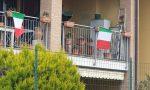 Alle 12 l'applauso per sostenere gli italiani, i medici e gli infermieri | VIDEO