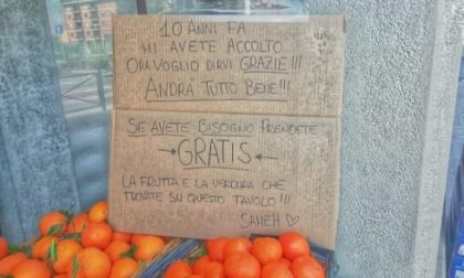 """Frutta e verdura gratis per chi ha bisogno: """"Dieci anni fa mi avete accolto, ora vi dico grazie"""""""