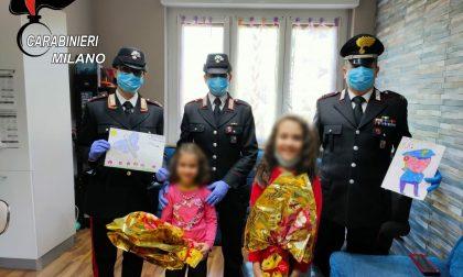 Carabinieri donano uova di Pasqua a bimba immunodepressa FOTO