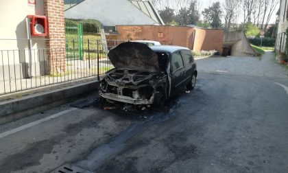 Altre due auto bruciate a Cernusco: è tornato il piromane?