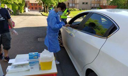 Primi test sierologici in auto in Martesana: li paga un imprenditore generoso