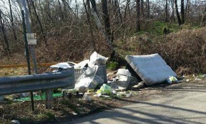Fototrappole per smascherare chi abbandona i rifiuti