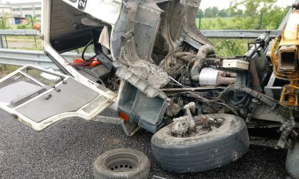 Incidente tra due camion sulla Cassanese  FOTO