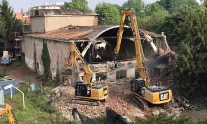 Le spettacolari immagini della demolizione dell'ex Cinema Giardino FOTO