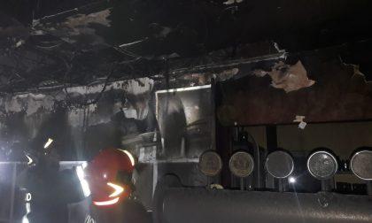 Vasto incendio distrugge pizzeria FOTO