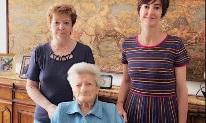 Guarisce dal Covid a 96 anni e dopo tre mesi in ospedale riabbraccia la famiglia