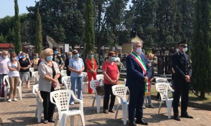 Messa funebre al cimitero in ricordo dei morti da Covid