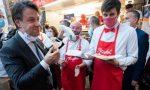 Il premier Conte in piazza assieme ai ragazzi di PizzAut che per lui preparano una pizza speciale FOTO