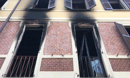 Incendio in appartamento: due persone in ospedale e danni ingenti FOTO