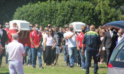 Le parole di Vasco Rossi per l'ultimo saluto a Elena e Diego, i gemellini uccisi dal padre VIDEO e FOTO