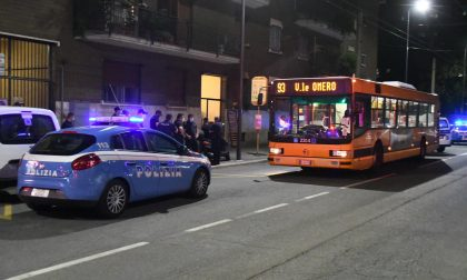 Accoltellato sull'autobus: 23enne gravissimo FOTO E VIDEO