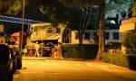 Notte di lavori alla stazione per recuperare le carrozze del treno deragliato FOTO E VIDEO
