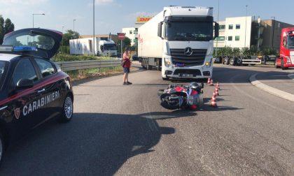 Scontro tra camion e moto sulla Cerca, ferito 46enne FOTO