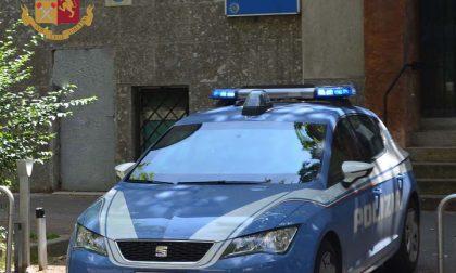 Pusher a passeggio con il cane beccato dalla Polizia di Stato