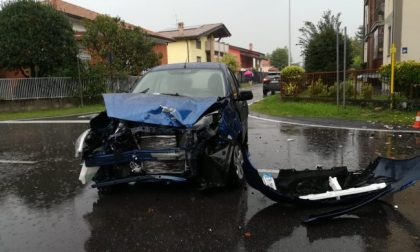 Incidente tra due auto, una travolge una donna a piedi FOTO