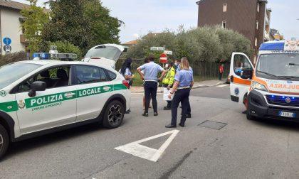 Malore in strada a Pioltello arrivano ambulanza, automedica e Polizia Locale