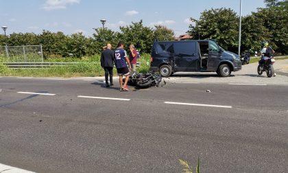 Incidente tra furgone e moto sulla Sp121, 17enne in coma FOTO