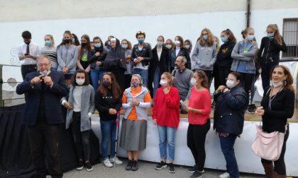 """Gorgonzola saluta don Andrea Rabassini con una festa in stile """"Caduta Libera"""" FOTO E VIDEO"""