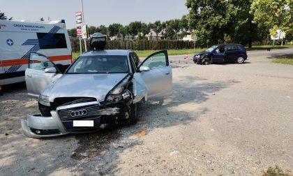 Incidente tra due auto a Cernusco, coinvolti due bambini. Arriva l'elisoccorso FOTO