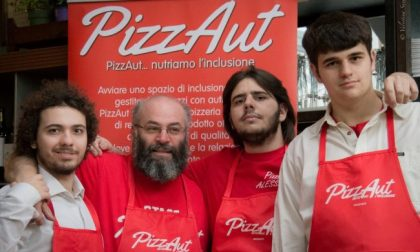 Il food truck di PizzAut in piazza a Monza