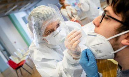 Coronavirus, da 65 a 36 anni: ecco come è cambiata (e perché) l'età media dei positivi al tampone