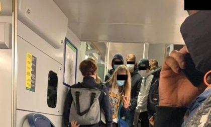 Corse ridotte e treni affollati: raccolta firme contro Trenord