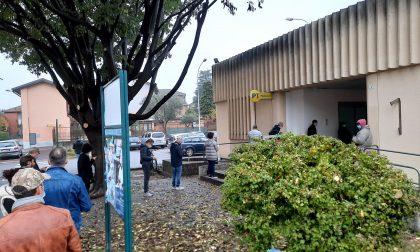 In fila fuori dalla Posta di Cernusco: monta la rabbia dei cittadini