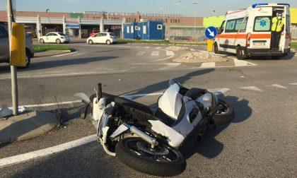 Scontro tra auto e moto, soccorso scooterista FOTO