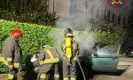 Auto in fiamme, intervengono i pompieri FOTO