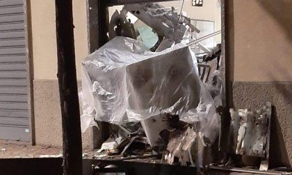 Assalti con l'esplosivo ai bancomat, ladri beccati in un box di Cernusco FOTO