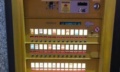 Da self service (fuori uso) di sigarette a distributore automatico di droga: tre arresti