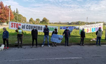 "Flash mob a Cernusco in via Cevedale: ""Basta cemento""  FOTO – VIDEO"