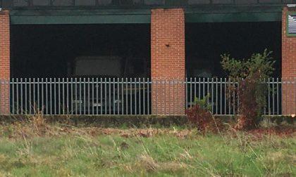 Incendio in una ditta di spurghi: distrutti un camion e un furgone