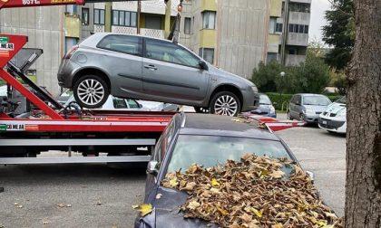 Carcasse di auto rimosse dalle strade di Pioltello. Spunta anche… un proprietario