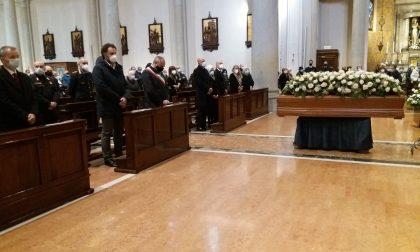 Santa Maria Assunta gremita per l'ultimo saluto a Giovanni Farina