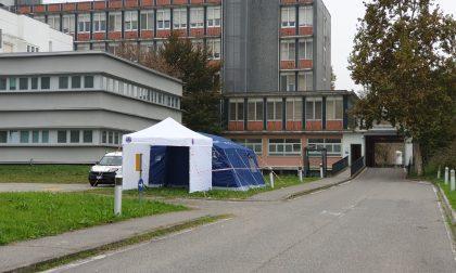 Tende della Protezione civile davanti gli ospedali di Melzo e Gorgonzola. Ecco a cosa servono