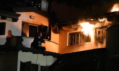 Gli è bruciata la casa e ora rischia pure di pagare… l'albergo ai vicini