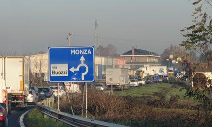 Mezzo pesante fermo sulla Sp13: traffico rallentato